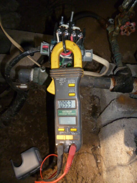 133_checking_for_voltage_and_amperage_with_amp_probe